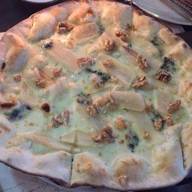 pizza-pere-noci-gorgonzola
